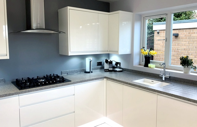 Kitten fitting Long Eaton, grey stone effect kitchen worktops, modern kitchen cabinets, kitchen sink underneath the kitchen window.