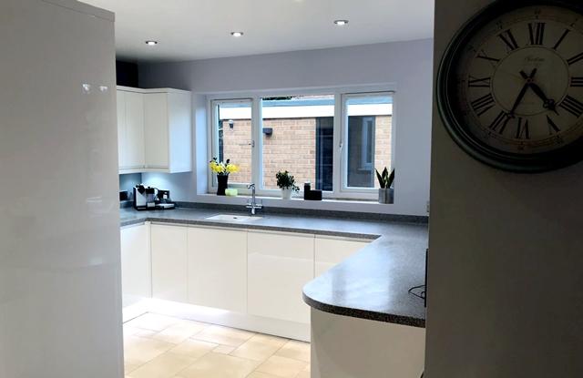 Kitchen renovation Long Eaton, Nottingham, Stone effect kitchen worktops, white handle-less kitchen cabinet doors